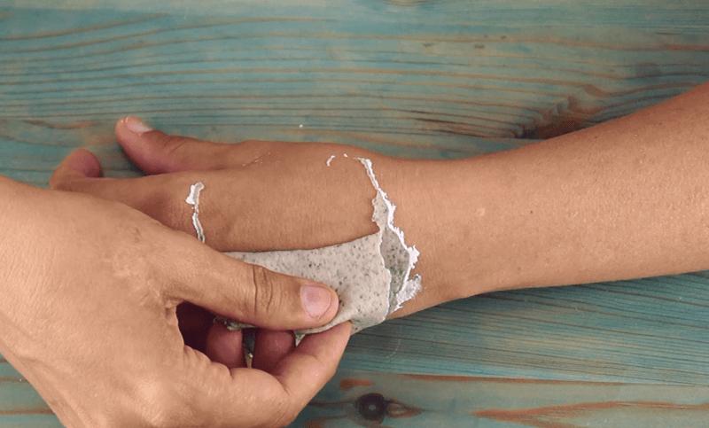Hacer mascarilla peel-off antiarrugas